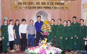 Báo Nghệ An chúc mừng Bộ Chỉ huy Bộ đội biên phòng tỉnh nhân ngày truyền thống