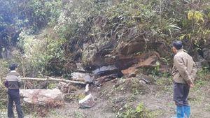 Lào Cai: Vào hang trú mưa, 2 bố con bị đá đè tử vong