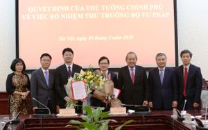 Phó Thủ tướng Thường trực Chính phủ trao Quyết định bổ nhiệm 2 Thứ trưởng Bộ Tư pháp