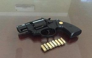 Cầm súng truy đuổi đối thủ, nam thanh niên bắn nhầm tài xế ô tô