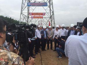 Phó Thủ tướng Trịnh Đình Dũng họp xử lý vướng mắc liên quan dự án Đường dây 500kV mạch 3