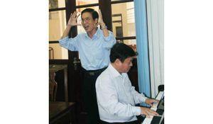 Nhà giáo viết bản hợp xướng đặc biệt về Hà Nội