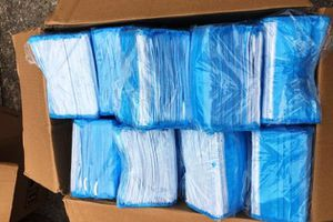 Nội Bài phát hiện 3 khách định đem gần 30 ngàn khẩu trang sang nước ngoài