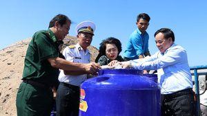 'Chi viện' khẩn cấp nước ngọt cho người dân vùng hạn mặn ĐBSCL