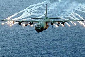 Xem Hải quân Mỹ tập thủ tiêu tàu tuần tra ngoài khơi Iran