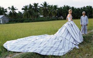 Loạt ảnh thời trang Kate Moss chụp tại Việt Nam được dân mạng đào mộ gây thu hút