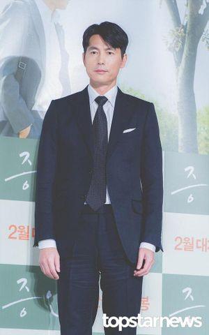 Tài tử Jung Woo Sung bị bạn gái đá vì nghèo và ăn bám, Knet nói gì?
