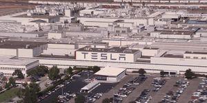Tesla đóng cửa nhà máy tại California, còn đủ tiền sống hết năm nay
