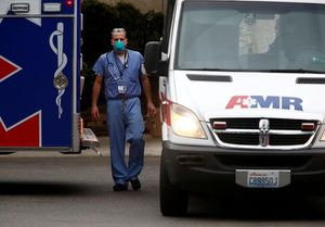 Ông Trump kêu gọi nhân viên y tế dùng lại khẩu trang vì thiếu hụt