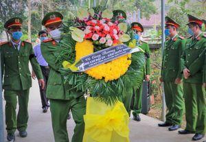 Lễ viếng cảnh sát hy sinh khi bắt nhóm buôn ma túy