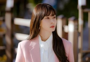 Kwon Nara luôn mặc đồ như doanh nhân giàu có khi đóng phim