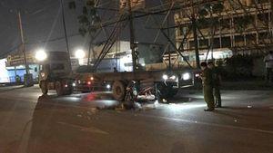 Tông thẳng đuôi xe container chờ đổ xăng, người đàn ông tử vong tại chỗ