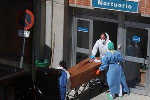 Bác sỹ Tây Ban Nha phải chọn bệnh nhân để cứu, không còn chỗ trống trong nhà xác