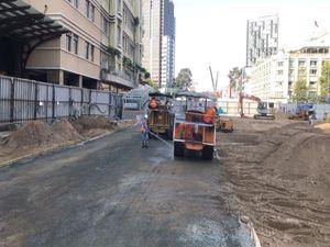 Chuẩn bị tháo gỡ rào chắn tuyến metro số 1 trước Nhà hát TP