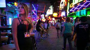 Gái bán hoa liều mình mưu sinh trong lệnh giới nghiêm ở Thái Lan