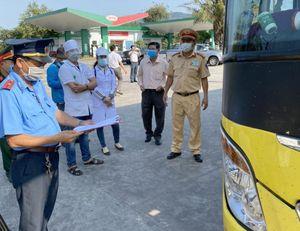 Xe khách chở 30 người bất chấp lệnh cấm từng bị xử phạt ở Bình Thuận