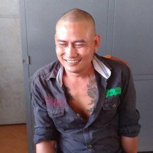 Bị gia đình vợ từ chối cho đón con, người đàn ông 'phê' ma túy ra đường đập vỡ kính 3 ô tô