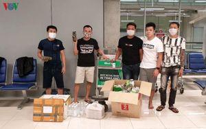 ĐSQ và bà con hỗ trợ 5 công dân Việt Nam bị kẹt ở sân bay Thái Lan