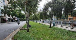 Công an xử phạt nhiều người tụ tập câu cá trên kênh Nhiêu Lộc ở Sài Gòn trong mùa dịch Covid-19