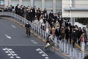 Cả thế giới vắng vẻ vì 'giãn cách', tại sao ga tàu Nhật Bản vẫn đông?
