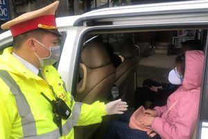 Phạt tài xế cố tình chở khách