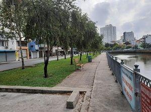 Xử phạt nhiều người vi phạm không đeo khẩu trang, câu cá trên kênh Nhiêu Lộc trong mùa dịch Covid-19