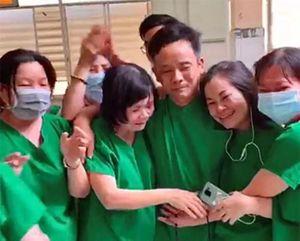 Bác sĩ khóc vì bệnh nhân Covid-19 âm tính: Trong đời chỉ có 1 lần