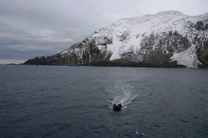 Giải mã bí ẩn hòn đảo được mệnh danh 'nơi cô đơn nhất trên thế giới'