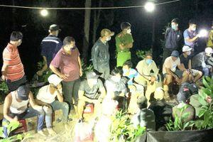 Hơn 40 người tụ tập trong sòng bạc ở rừng phòng hộ