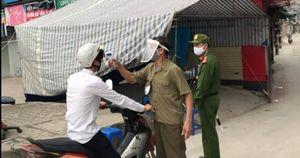 Hà Nội: Tịch thu xe giả thương binh ngang nhiên bán hàng trên cầu Long Biên