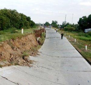 Cà Mau: Nước mặn xâm nhập ruộng của dân do ảnh hưởng việc san lấp công trình chống sụt lún