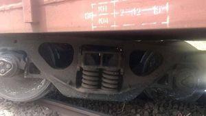 Tàu hàng gặp sự cố trật bánh, đường sắt gián đoạn hơn 5 tiếng
