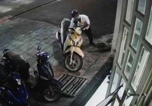 Hà Nội: Tóm gọn ổ nhóm 'đạo chích' gây ra hàng loạt vụ trộm cắp xe máy