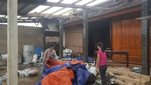 Lốc xoáy 20 phút khiến hơn 130 ngôi nhà ở Hà Tĩnh tốc mái