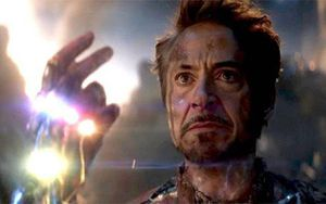 'Avengers: Endgame' khắc tên nhân viên đoàn phim lên bia tưởng niệm