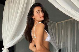 Ảnh bikini tôn thân hình tuyệt mỹ của người mẫu Kelsey Merritt
