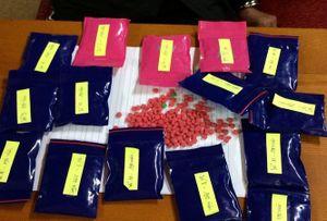 Mang 3.000 viên hồng phiến đi bán kiếm lời, người phụ nữ 'sa lưới'