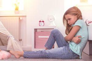 Con gái 6 tuổi có kinh nguyệt do sai lầm từ mẹ