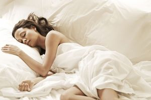 Lợi ích tuyệt vời từ việc ngủ nude không phải ai cũng biết