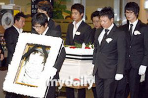 Những hình ảnh về đám tang của Choi Jin Sil