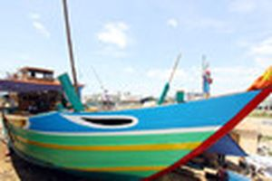 Tàu dịch vụ hậu cần nghề cá lớn nhất miền Trung sẵn sàng ra khơi