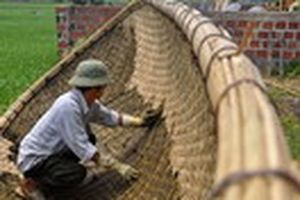 'Lênh đênh' nghề làm thuyền nan