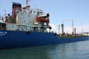 Bắt quả tang tàu Myanmar chuyển tải dầu trái phép trên lãnh thổ Việt Nam
