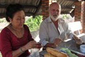 Chuyện tình ông già Đan Mạch và bà bán chôm chôm