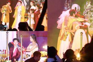 Con riêng của Chế Phong - Thanh Thanh Hiền hợp xướng trong đám cưới cha mẹ