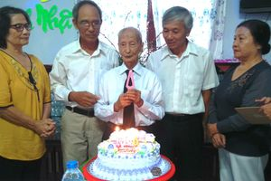 Người thầy 102 tuổi