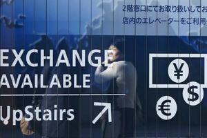 Nhật Bản dần bất lực trước đồng yen 'nóng đỏ'