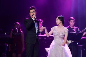 Đinh Mạnh Ninh 'diễn' màn cầu hôn nữ diễn viên Hàn Quốc Han Min Chae