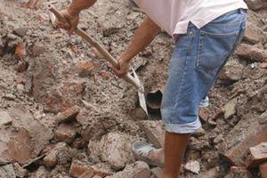 Sập nhà 4 tầng ở Hà Nội: Do vỡ ống nước gây sụt móng nhà
