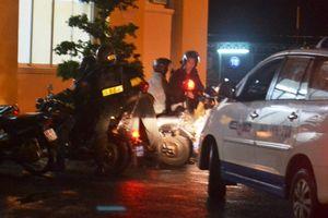 15 công an bị thương khi vây bắt 5 nghi can giết người